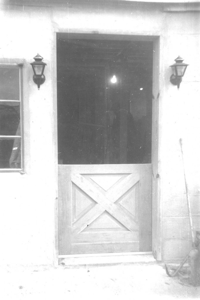 1952 DUTCH DOOR